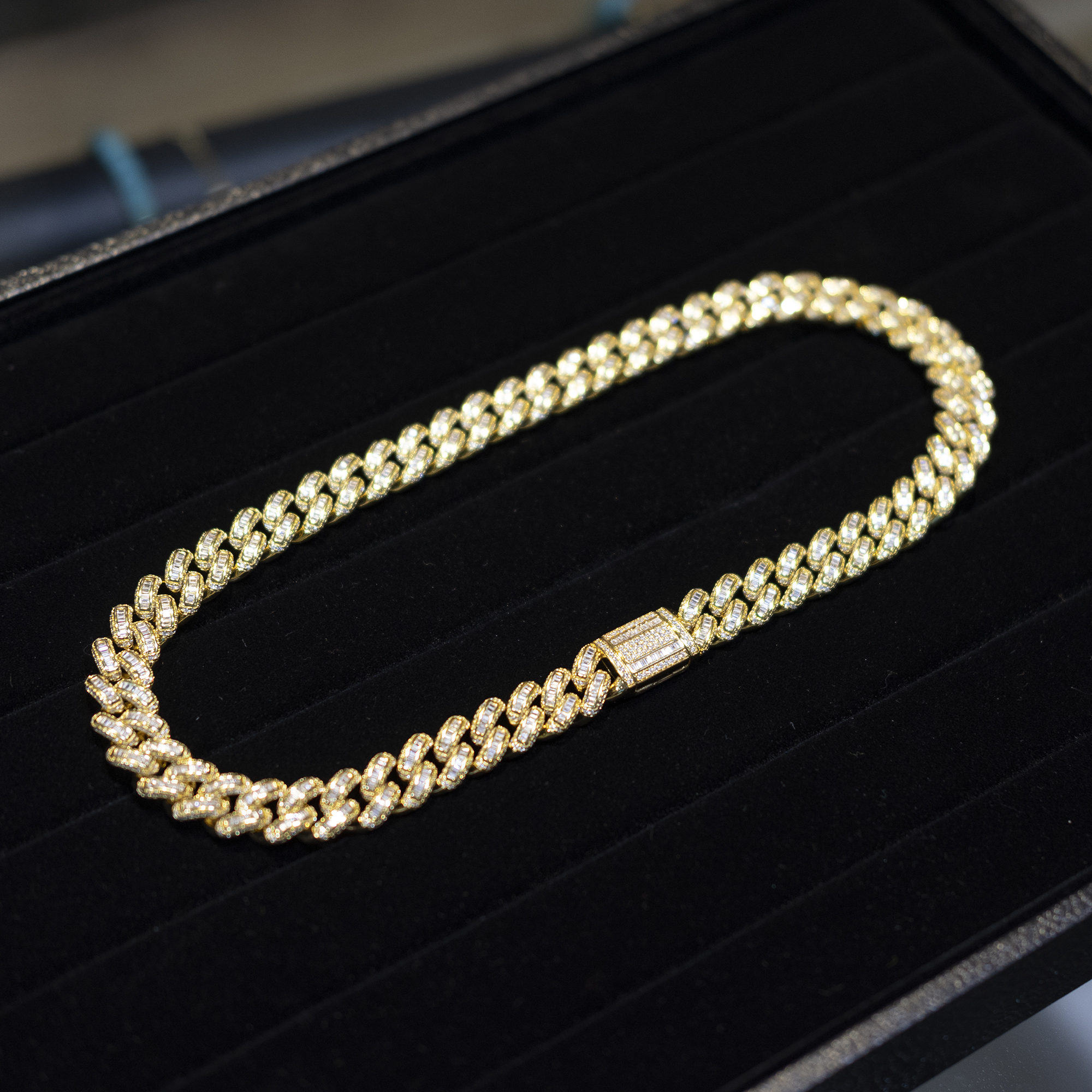 BAGUETTE CUBAN LINK NECKLACE IN GOLD